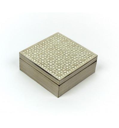 Medinė ažūrinė dėžutė arbatai