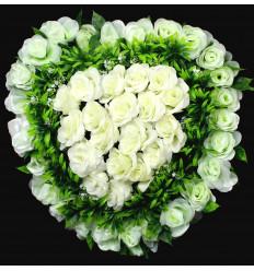 Dirbtinių rožių vainikas