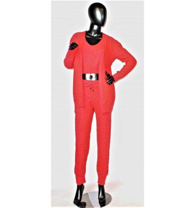 Moteriškas kostiumėlis