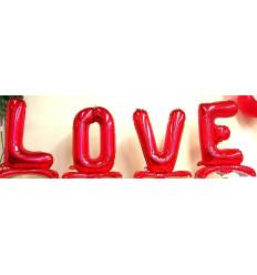 Balionai-raidės LOVE pastatomi